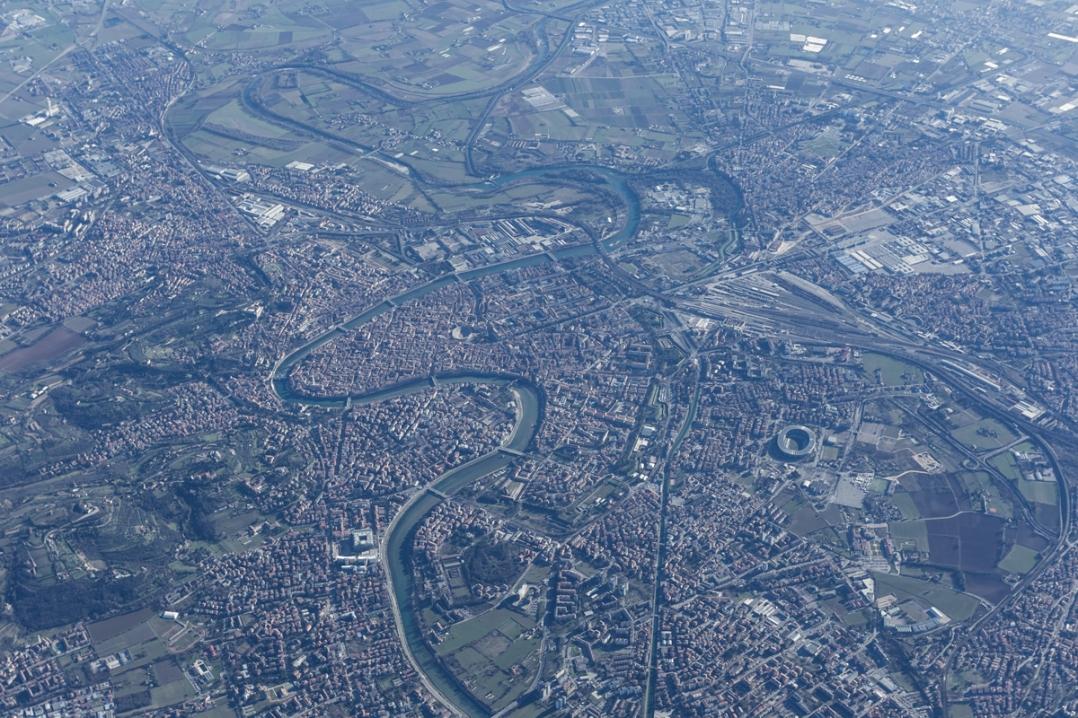 Verona, in Bildmitte die berühmte Arena die Verona